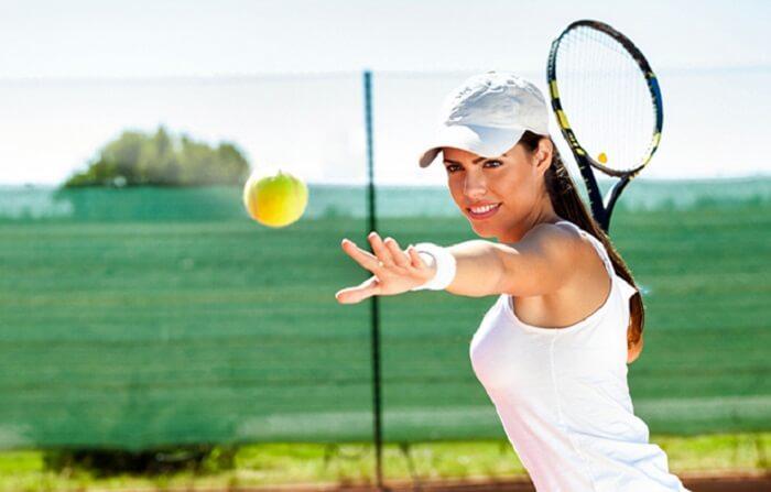 Chơi Tenis giúp tay thon gọn và săn chắc hơn