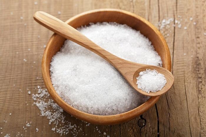 Muối được xem là nguyên liệu tự nhiên có thể giảm béo bắp tay hiệu quả